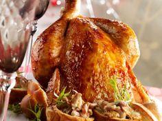 Découvrez la recette Chapon rôti forestière sur cuisineactuelle.fr.