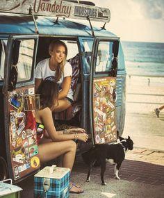 Vw Camper Bus, T3 Vw, Volkswagen Minibus, Vw T5, Kombi Hippie, Bus Girl, Kombi Home, Jeep Camping, Combi Vw