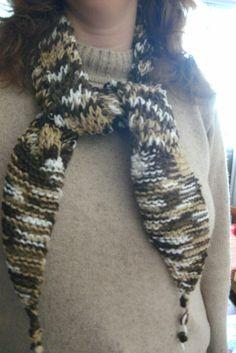 gola em tricô, feita com lã. aceito encomendas inesmoreira60@hotmail.com