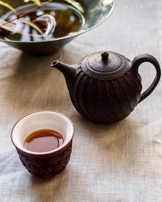 月は西に沈み地へと落ちる。 それは天を離れた訳でなく ただ目に見える所から外れただけ。 月は変わらず天にある。 #茶事居#ちゃごと#茶寮#茶事教室#三軒茶屋 #習い事#お教室#オトナの習い事#茶事#Lesson#茶道具#茶具#茶席#茶花#茶器#茶菓子#茶菓#プライベートサロン#茶壺#蓋碗#お茶時間#台灣#台湾#台湾茶#中国茶
