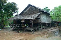 カンボジアの農村では高床式住居が主流である。 Cambo ◆カンボジア - Wikipedia https://ja.wikipedia.org/wiki/%E3%82%AB%E3%83%B3%E3%83%9C%E3%82%B8%E3%82%A2 #Cambodia