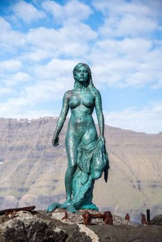 Seal woman statue in Kalsoy in the Faroe Islands- a stop in the ultimate 3 day itinerary for the Faroe Islands Sculpture Metal, Lion Sculpture, Templer, Cute Sheep, Faroe Islands, Mermaid Art, Monuments, Oeuvre D'art, Erotic Art