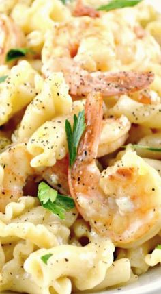 One Skillet Shrimp and Pasta Scampi. This is a really Delicious meal your whole family will love! All made in just ONE skillet!