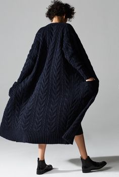 STOLL - knit and wear technology. Seamless shaping and construction. Crochet Cardigan, Long Cardigan, Knit Crochet, Knitwear Fashion, Knit Fashion, Simple Outfits, Chic Outfits, Mode Boho, How To Purl Knit