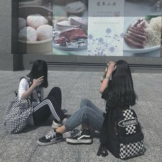 Discover recipes, home ideas, style inspiration and other ideas to try. Ulzzang Girl Fashion, Ulzzang Korean Girl, Ulzzang Couple, Best Friend Pictures, Friend Photos, Korean Best Friends, Girl Friendship, Girl Couple, Korean Aesthetic
