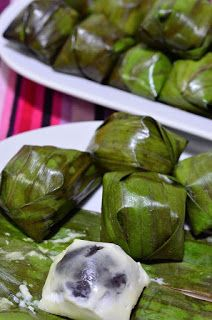 Indonesian Food Indonesian cuisine is one of the most vibrant and colourful cuisines in the world, full of intense flavour. Indonesian Desserts, Indonesian Cuisine, Asian Desserts, Asian Recipes, Chinese Desserts, Malaysian Cuisine, Malaysian Food, Malaysian Dessert, Asian Cake