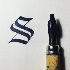 Textura quadrata s #36days_s #36daysoftype #calligraphy #handwriting #handlettering #script #ink #calligrafia #francecorre