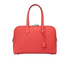 Victoria II Tote bag in peony red Clemence bull calfskin, canvas lining, silver- and palladium-plated hardware, zipped closure, hand, elbow or shoulder carry. Dimensions: l. 35 cm x h. 23 cm x d. 17 cm