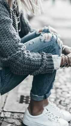 23 best Running Shoes with Jeans Outfits - Outdoor Click Simple Winter Outfits, Winter Fashion Outfits, Fashion Tips, Unique Fashion, Winter Style, Fashion Fashion, Street Fashion, Spring Outfits, Jean Outfits