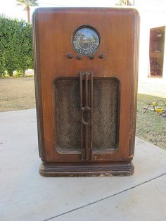 antique radio (We actually had one of these... and it worked!)