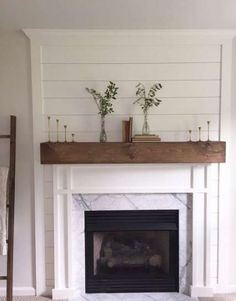 Advanced linear fireplace tile ideas that will impress you – Farmhouse Fireplace Mantels Linear Fireplace, Basement Fireplace, Farmhouse Fireplace Mantels, Fireplace Redo, Fireplace Built Ins, Shiplap Fireplace, Small Fireplace, Fireplace Remodel, Fireplace Surrounds