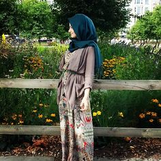 love the hijab Hijab Wear, Hijab Look, Hijab Dress, Hijab Outfit, Maxi Outfits, Maxi Dresses, Moslem Fashion, Arab Fashion, Islamic Fashion