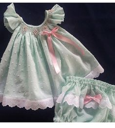 Baby girl dress, handmade smocked dress, perfect for first birthday and photos sessions, Easter dress and spring. Baby Girl Dress Patterns, Little Girl Dresses, Girls Dresses, Vintage Baby Dresses, Smocking Baby, Smocked Baby Clothes, Carters Baby Girl, Baby Girls, Moda Chic