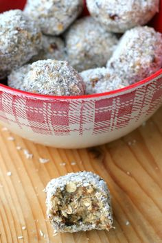 raw kokosové kuličky Healthy Sweets, Diy Food, Raw Food Recipes, Oatmeal, Food And Drink, Gluten Free, Vegetarian, Ale, Breakfast