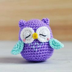 Get the free pattern and tutorial of a purple sleepy owl amigurumi named Mr. Murasaki,.