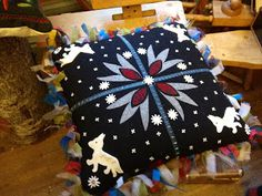 By Swedish renowned wool embroiderer Carina Olsson, my teacher in the beginning… Wool Embroidery, Penny Rugs, Felt Applique, Wool Felt, Folk Art, Needlework, Decorative Pillows, Diy And Crafts, Floral Design