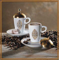 Özel tasarımlı 'Rumi' motifli porselen kahve fincanları... Nostaljik metal kapağı ile birlikte… Kahve keyfine buyurmaz mısınız?    http://www.iikidodun.com.tr/urun/view/rumi-kahve-seti-168/