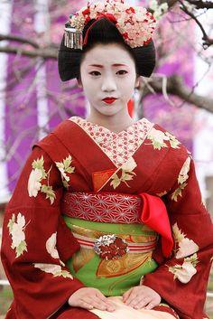 Kamishichiken Maiko Umeraku in Baikasai Festival by Teruhide Tomori (busy in Tokyo), via Flickr