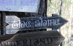 How cute would these fairy tale reclaimed wood signs look in your child's play area? Learn how to make them here!