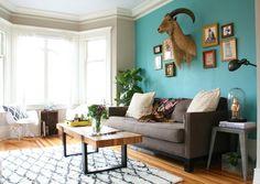 Deep teal wall color modern living room decor ideas brown for Wandfarbe deep