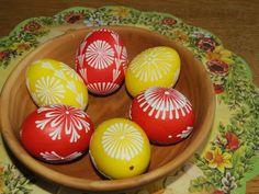 Velikonoční+kraslice+-+červeno-žlutá+6ks+Ručně+voskem+malované+velikonoční+kraslice,+které+budou+třeba+zdobit+Váš+stůl,+až+k+Vám+přijdou+koledníci...+Vajíčka+jsou+domácí,+slepičí+velikosti+cca+6x4cm.+Cena+je+za+sadu+6ks, sada+je+zvýhodněná.+Vzory+na+kraslicích+se+mohou+oproti+fotografii+lišit,+barevná+kombinace+bude+zachována.+Pokud+byste+chtěli+jiné+množství+...