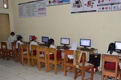 Suasana Belajar Komputer di Lab