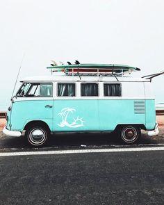 Surf lifestyle // surf mobile // beach truck // surfboards // beach life // road… Surf lifestyle // surf mobile // beach truck // surfboards // beach life // road trip // camper van // vw bus - Create Your Own Van Vw Camper Bus, Volkswagen Bus, Vw T1, Campers, Camper Life, Westfalia Van, Volkswagen Beetles, Surfing Lifestyle, Wolkswagen Van