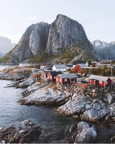 Clearly we all need to go to Norway. Photo by @northernelg.
