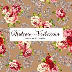 Délicat arabesque de fleurs de roses sur fond de tissus imprimés motifs paisley cachemire iraniens  (de Rideau-voile)