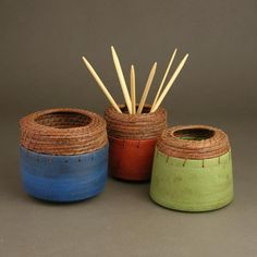 Hannie Goldgewicht, pottery with pine needle weaving
