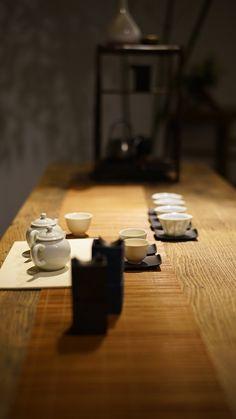李曙韵谈茶席密码 Tea Table Settings, Chinese Tea Set, Zen Tea, Asian Teapots, Tea And Books, Tea Culture, Japanese Tea Ceremony, Brewing Tea, Tea Art