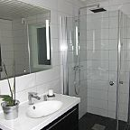 Har du sett dette dusjhjørnet før? Se nærmere!