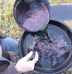 Understanding the Indigo Dyeing Process: 12 Steps (with Pictures) Fabric Yarn, How To Dye Fabric, Tye Dye, Natural Dye Fabric, Natural Dyeing, Fibre And Fabric, Indigo Dye, Mood Indigo, Hand Dyed Yarn