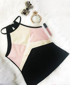 #lookverão #lookfeminino #lookdodia #looktrabalho #looks #streetstyle #summerstyle #lookverão Bikinis, Swimwear, Photo And Video, Fashion, Spring Summer, Women's, Bathing Suits, Moda, Swimsuits