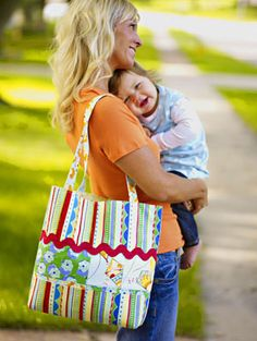 Free Bag Patterns Purses, tote bags, gift bags, and shoulder bags—download free bag patterns to create your own bags and totes for all occasions.  Nice bag when can I make it... I see a sewing machine for christmas !!