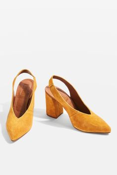 In mustard yellow suede leather, these stylish slingback heels feature an angled heel and stretch strap. The style is finished with an elegant pointed toe.