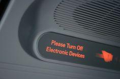 Eliminan las restricciones del uso de dispositivos electrónicos durante el despegue y aterrizaje de aviones