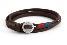 Casual leather bracelet with aluminium button closure How to determine your size > Sizing Custom engravure 2 letters or numbers are possible...