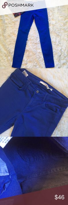 """Joe's Jeans The Skinny Blue Colored Jeans 27 Joe's Jeans The Skinny Blue colored jeans. A super great twist to the regular colored Denim, actual blue jeans! In gently used condition. No flaws. Size 27/4. Measurements: 14"""" waist, 8.5"""" rise, 30"""" inseam. Reasonable offers always accepted. Joe's Jeans Jeans Skinny"""
