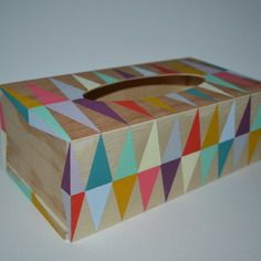 Boite à mouchoirs en bois peinte main