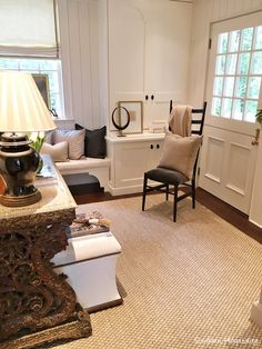 Every Spring Atlanta Homes & Lifestyles magazine hosts the Southeastern Designer Showhouse here in Atlanta and it's always in a very upscale part of town like Buckhead.  Once again, I got an invitation for a preview of the house and it's always a spring treat for me to get to see it all in person and photograph it to share with all of you!  If you're in the area, you can get tickets at the link above and tickets are $25.