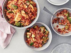 Mifu arkirisotto | Valio Fried Rice, Pesto, Cauliflower, Cooking Recipes, Vegetables, Ethnic Recipes, Food, Cauliflowers, Chef Recipes