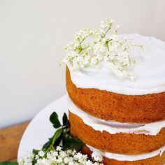 A little #midweekcakelove starring the free from Lemon & Elderflower cake I made for last weekends festivities. Adapted from a recipe by @beesbakery - the mix made more than double what was needed so its 3 super high tiers (plus extra in the freezer!) but otherwise a keeper
