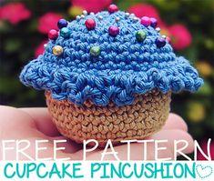 Alfiletero Cupcake Amigurumi - Patrón Gratis en Español aquÍ: http://craftiemarie.blogspot.com/2013/03/patron-alfiletero-cupcake.html