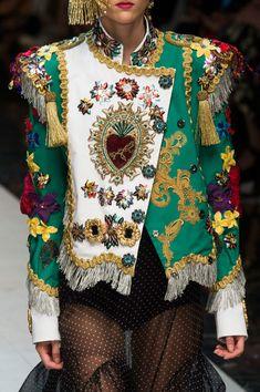 Dolce & Gabbana at Milan Fashion Week Spring 2017 - Details Runway Photos Fashion Week, World Of Fashion, Fashion Show, Fashion Looks, Fashion Outfits, Womens Fashion, Milan Fashion, Unique Fashion, Fashion Details