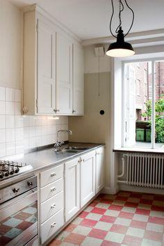 Big Kitchen, Kitchen Nook, Kitchen Tiles, Kitchen Dining, Kitchen Decor, Kitchen Cabinets, Modern Farmhouse Kitchens, Cool Kitchens, Kitchen Interior