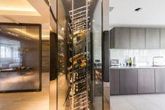 Voici l'une de nos cave à vin Sur Mesure qui sert de séparation entre la cuisine et la salle à manger. Retrouvez plus de photos de ce projet sur www.provintech.fr
