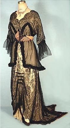 Circa 1913 MANALT-HOSCHEDE, Paris Trained Chantilly Lace Wired Tunic Evening Gown via AntiqueDress.com (click dress to see more photos).