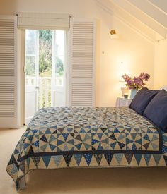 Four Winds - this stunning quilt in traditional colours and optical illusion style patterns, was published in Australian Homespun magazine's November 2013 issue. (Designed by Shontelle Stanyer)