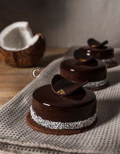Bounty · Cooking me softly Patisserie Design, Patisserie Fine, Individual Desserts, Fancy Desserts, Gourmet Desserts, Pastry Recipes, Dessert Recipes, Pastry Art, Pastry Shop